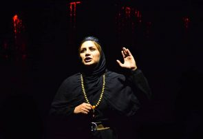 نمایش راه یافته به جشنواره تئاتر فجر در گچساران با استقبال گسترده مخاطبان  به روی صحنه رفت